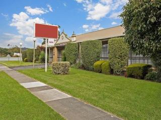 2638ML - A SOLID MOTEL SHOWING SOLID RETURNS