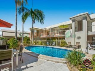 GREAT STARTER WATERFRONT COMPLEX IN NOOSAVILLE