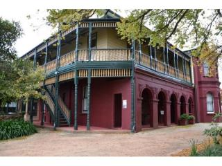 BEAUTIFUL B & B LEASEHOLD IN THE BLUE MOUNTAINS IN NSW FOR SALE