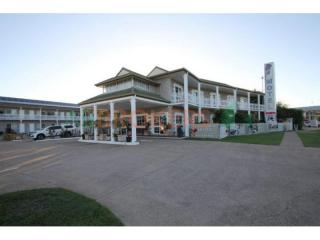 NORTH QUEENSLAND LEASEHOLD MOTEL OF 35 ROOMS, NEW LEASE OFFERED.