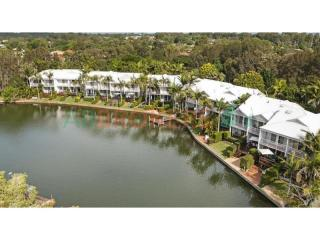 ABSOLUTE RIVERFRONT COMPLEX IN NOOSAVILLE WELL PRICED FOR SALE.