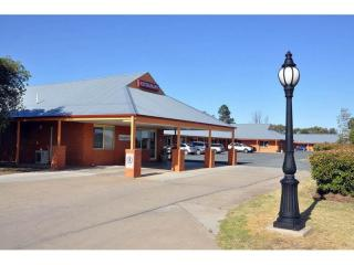 667MF - A Quality Motel, Halfway Between Sydney and Adelaide