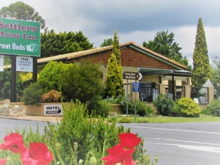 New England Motel Located Close to the Centre of Town - 1P5063M
