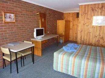 1084MF - Freehold Motel Newell Highway Location