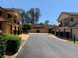 Small but Central in Sunnybank