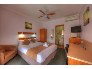 NSW COASTAL LEASEHOLD MOTEL OF 20 ROOMS SHOWING OVER 32% RETURN!