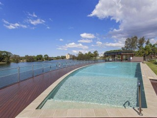 STUNNING APARTMENT COMPLEX IN THE HEART OF ROBINA