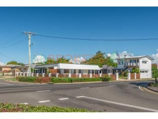 FREEHOLD 10 ROOM MOTEL IN BEACHSIDE VILLAGE FOR SALE, GREAT LIFESTYLE!