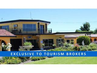 1559MF - Gem of a Freehold Motel