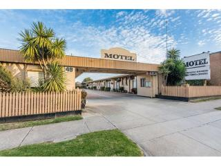 1873ML - Main Street Motel, A Money Maker