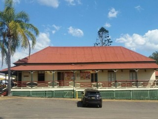 Freehold Hotel - Country Charm with Separate House and Land - 1P3830