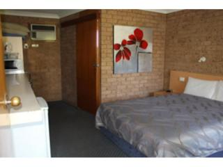 NEW ENGLAND LEASEHOLD MOTEL, GREAT ENTRY PROPERTY FOR SALE.