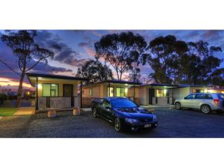 Freehold Caravan Park Largest Accommodation In The Area | Resort Brokers ID : FH004250