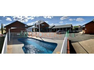 FREEHOLD MOTEL, 13 ROOMS FOR SALE IN TAMWORTH. N.S.W.