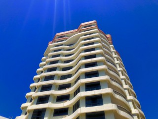 CENTRAL BROADBEACH RESORT - GREAT UPSIDE!!