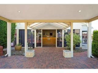 NSW SOUTH COAST LEASEHOLD MOTEL FOR SALE, LONG LEASE OF 26 ROOMS.
