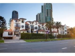 FANTASTIC OPPORTUNITY IN THE HEART OF BROADBEACH - HOLIDAY MANAGEMENT RIGHTS